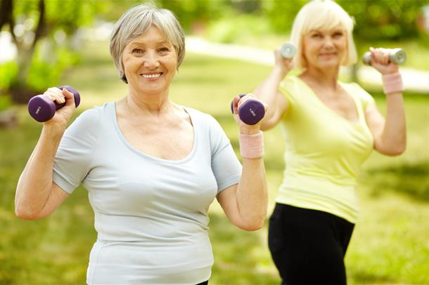 Eldre kvinner trener (Foto: DiabetesCare, Flickr)