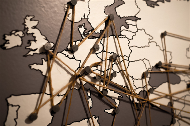 Illustrasjon av nettverk, bestående av et Europakart med linjer mellom landene.