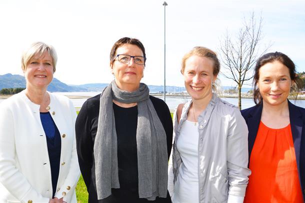 Fra venstre: Bodil Haugen Våge (leder arbeidsgruppe LIS, Helse Møre og Romsdal, Aud-Mai Sandberg (Helse Nord-Trøndelag), Signe L