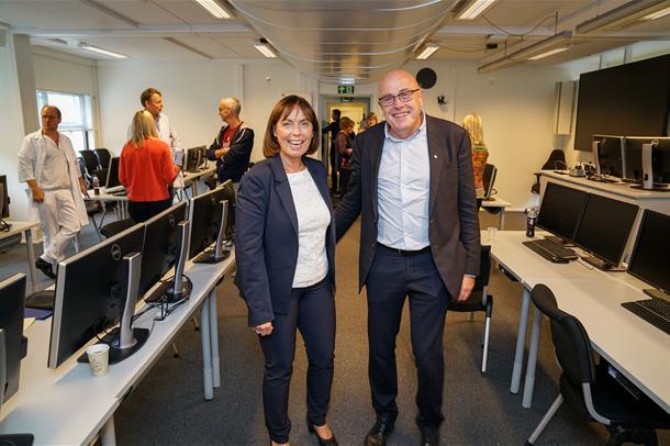 Grethe Aasved og Stig Slørdahl i IKT-brakka