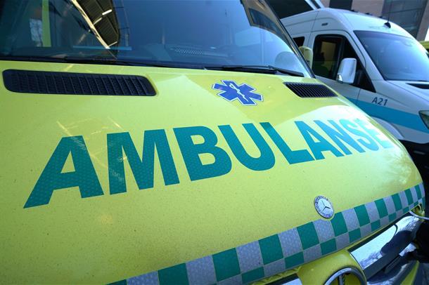 Ambulanse som står parkert.